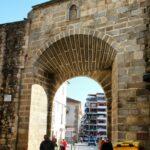 Puerta del Carro en la muralla de Plasencia en Extremadura