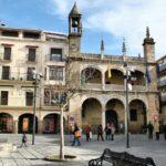 Ayuntamiento en la plaza Mayor de Plasencia en Extremadura