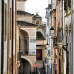Calle Trujillo en el centro histórico de Plasencia en Extremadura