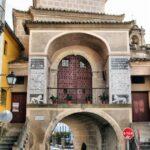 Fachada interior de la Puerta de Trujillo en Plasencia en Extremadura