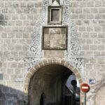 Puerta de Trujillo en la muralla de Plasencia en Extremadura