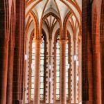 Nave central de la iglesia del Espíritu Santo en la plaza del Mercado de Heidelberg