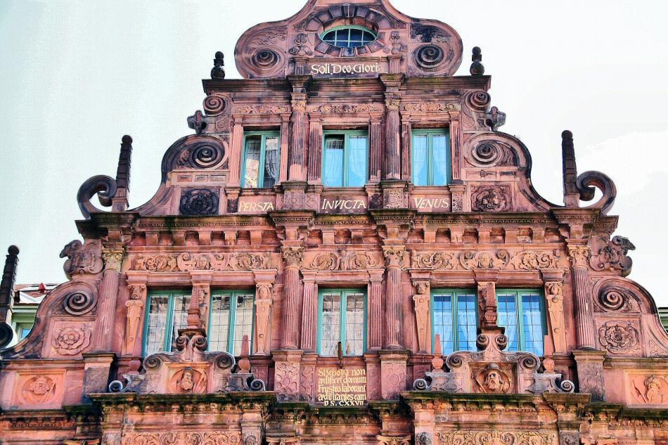 Casa Zum Ritter en la plaza del Mercado de Heidelberg en Alemania