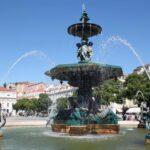 Fuente en la plaza de Rossio en Lisboa