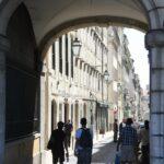 Pasaje en la plaza de Rossio en Lisboa