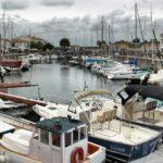Puerto de Saint Martin en la isla de Ré cerca de La Rochelle