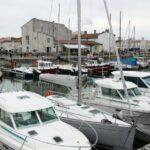 Puerto deportivo de Saint Martin en la isla de Ré cerca de La Rochelle