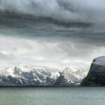 Paisajes de fiordos en Hammerfest en el norte de Noruega
