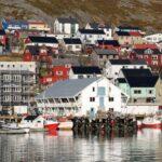 Honningsvag en la isla del Cabo Norte en el norte de Noruega