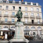 Plaza Barentio en el puerto de La Rochelle al oeste de Francia