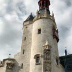 Torre en el Ayuntamiento de La Rochelle al oeste de Francia