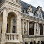 Fachada del Ayuntamiento de La Rochelle al oeste de Francia