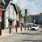 Casas de estilo escandinavo en el puerto de La Rochelle al oeste de Francia