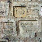 Grafitis de presos en el interior de la Torre de la Linterna en La Rochelle