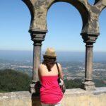 Vistas panorámicas desde un patio interior del palacio da Pena en Sintra