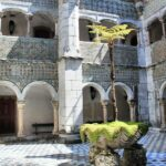 Claustro interior del palacio da Pena en Sintra en los alrededores de Lisboa