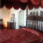 Dormitorio de la reina en el interior del palacio da Pena en Sintra