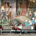 Decoración del salón principal del Ayuntamiento de Oslo en Noruega