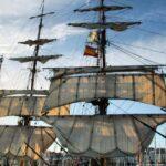 Velas desplegadas en un gran barco velero en la Tall Ships Race en A Coruña