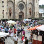 Ambiente del Mercado Medieval de Mondoñedo en la plaza de la Catedral en Galicia