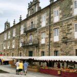 Ambiente en el Mercado Medieval de Mondoñedo ante el Seminario de Santa Catalina