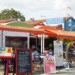 Restaurantes en el puerto de Boyardville en la isla de Oléron al oeste de Francia