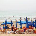 Playa de la Lanzada en un día de niebla en las Rías Bajas en Galicia