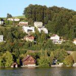 Casas a orillas del Lago de Lucerna en Suiza