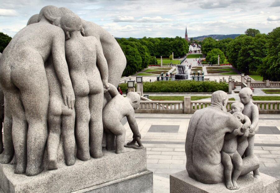 Esculturas en el parque Vigeland en Oslo