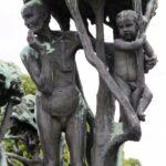 Esculturas en la fuente del parque Vigeland en Oslo
