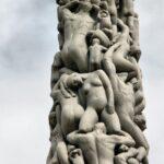 Detalle del grupo escultórico El Monolito en el parque Vigeland en Oslo