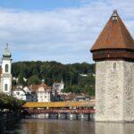 Torre del Agua del puente medieval de madera de Lucerna en Suiza