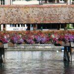 Detalle del puente medieval de madera de Lucerna en Suiza