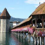 Rincón del puente medieval de madera de Lucerna