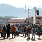 Embarcadero para excursiones en barco por el lago Lucerna en Suiza