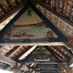 Pinturas en el interior del puente de madera Kapellbrucke en Lucerna en Suiza