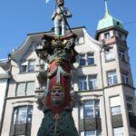 Fuente del Carnaval en la plaza de la Capilla de Lucerna en Suiza