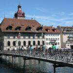 Antiguo Ayuntamiento junto al río Reuss en el casco viejo de Lucerna