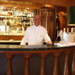 Camarero de la cafetería del Hotel Palacio en Estoril