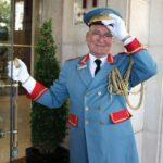 Afonso, veterano portero del Hotel Palacio en Estoril