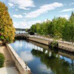 Canal del río Tormes en la Hacienda Zorita cerca de Salamanca