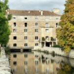 Canal del río Tormes bajo la Hacienda Zorita cerca de Salamanca