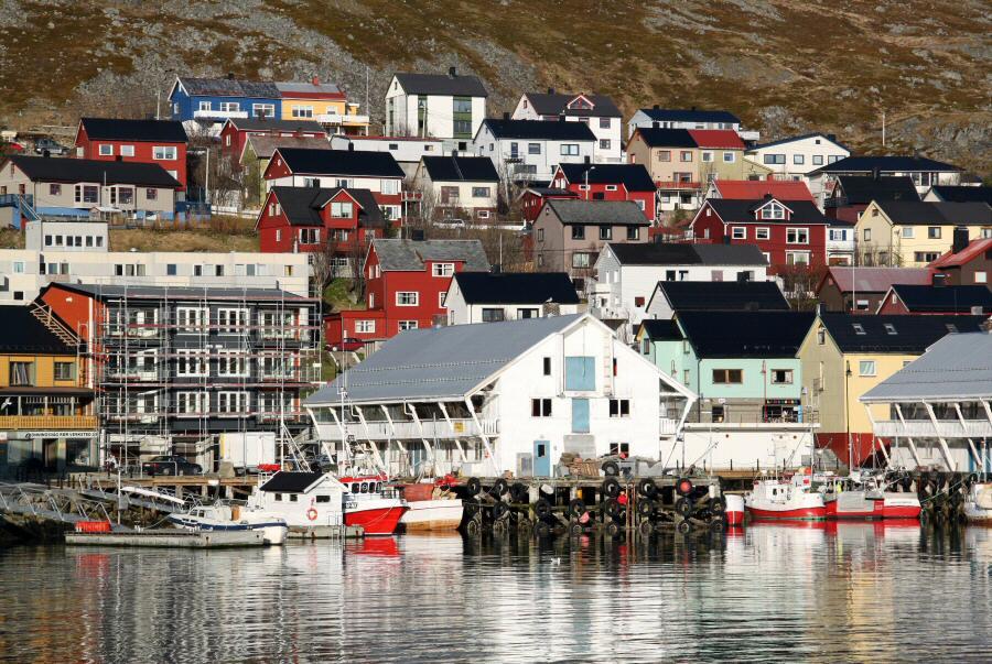 Puerto de Honningsvag en el Cabo Norte en Noruega
