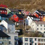 Casas de Honningsvag en el Cabo Norte en Noruega