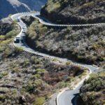 Sinuosas curvas en el Barranco de Masca en el parque de Teno en Tenerife