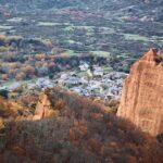 Pueblo de Las Médulas en el Bierzo desde el mirador de Orellán