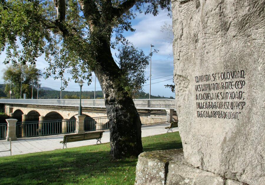 Rincón de Ponteceso frente a la Casa de Eduardo Pondal en Galicia