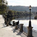 Paseo junto al río Anllóns en Ponteceso en la Costa da Morte de Galicia