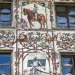 Fachada decorada en el centro histórico de Lucerna
