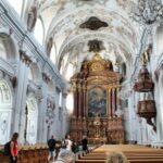 Interior de la iglesia de los Jesuitas de Lucerna